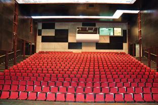צילום של האולם מבפנים